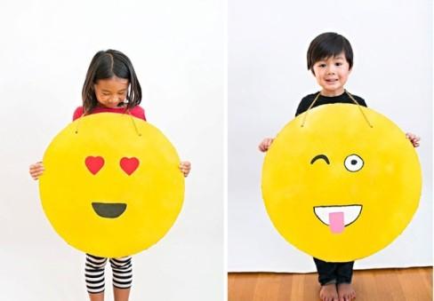 10-diy-emoji-costume-cardboard-e1446201686618