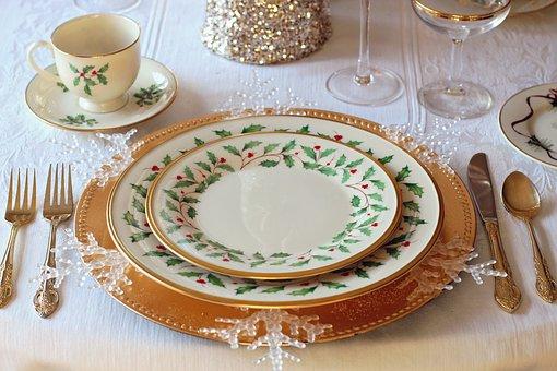 christmas-table-1926936__340.jpg